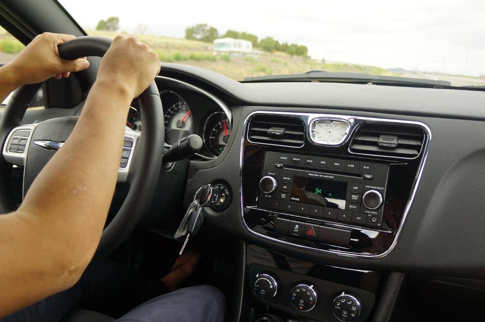運転中も無駄にしないで、現地のラジオを楽しもう