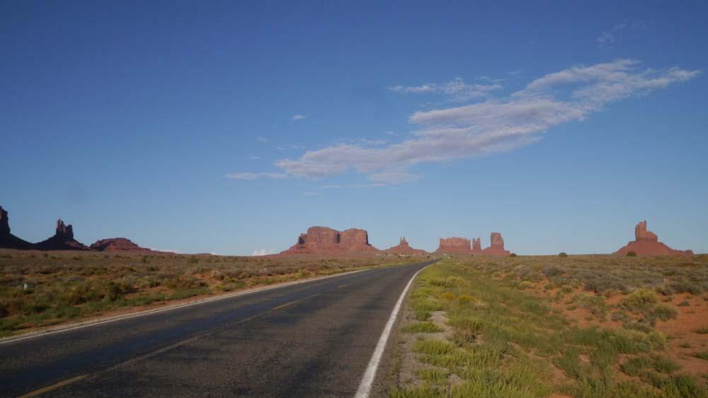 雲、空、大地、道路。全てが素晴らしい